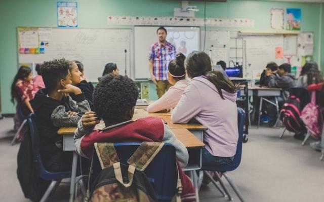 Steunlessen, kleinere klassen en meer docenten: achterstand scholieren flinke kluif